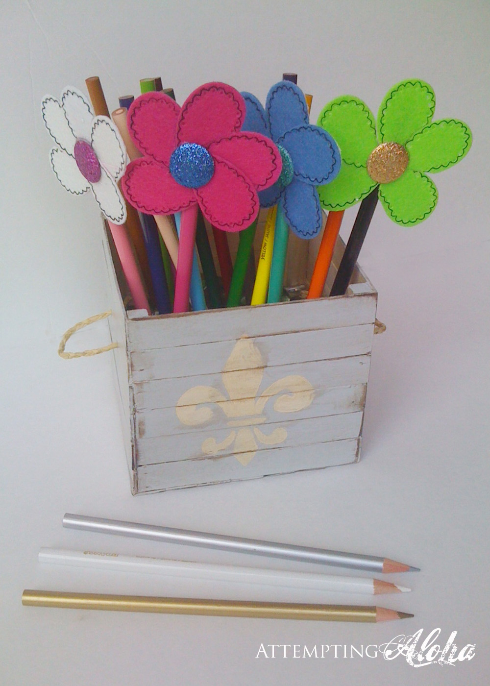 DIY Pencil holder out of popsicle sticks